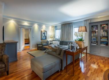 apartament-spacerowa-salon-kanapa